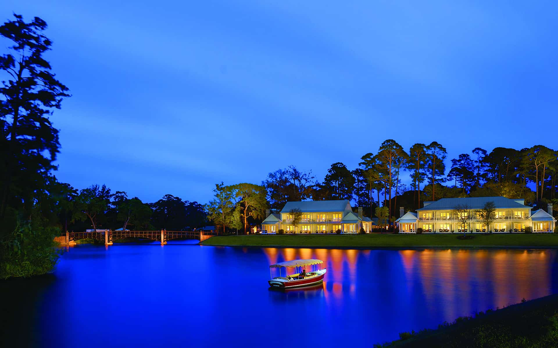 Lagoon Guest House Night