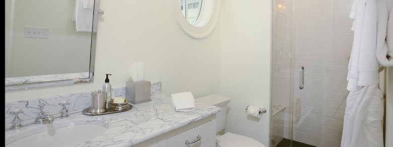 MBR1002 Bathroom2